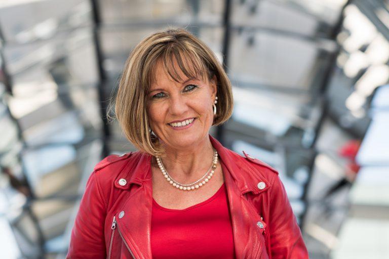 Resolutionen in Berlin übergeben Beitrag Esther Dilcher