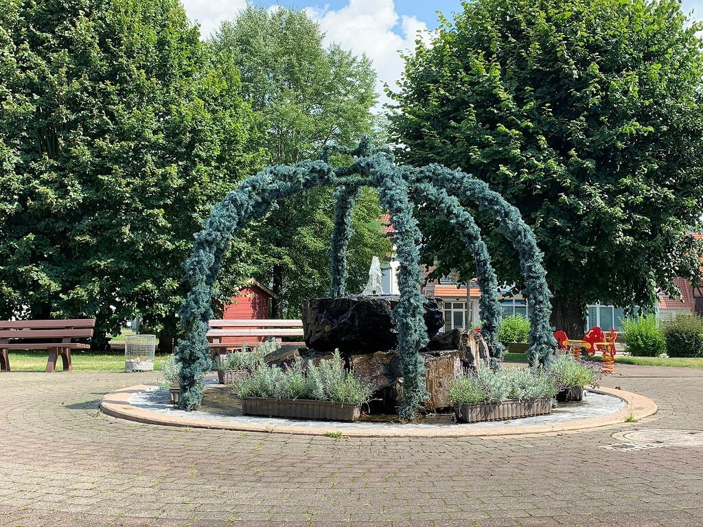 Brunnen Gemeindevorplatz Ortsteil Veckerhagen